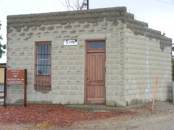 Driving through the town of Shoshoni, we found the original jail...